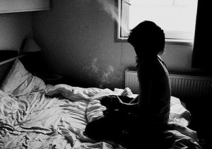 alone-girl-lonely-smoke-Favim.com-442462